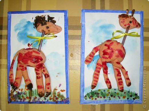 Жираф на прогулке