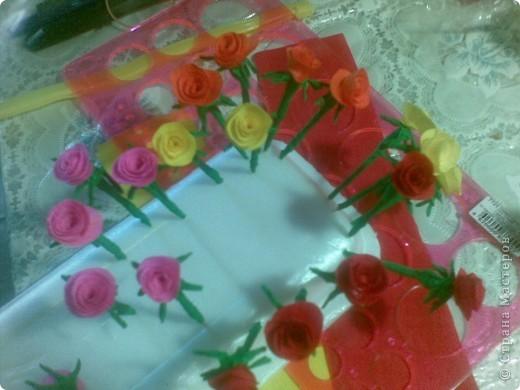 Такую миниатюрную корзинку с 25 розами сделала к юбилею. фото 2