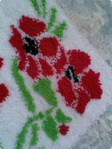 """Мой первый коврик в технике """"ковровая вышивка"""" Делала для ванной комнаты. Размер 40 см на 80 см. фото 3"""