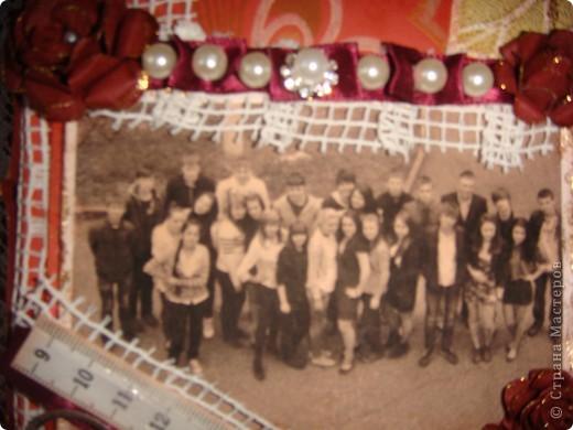 Это коробочка для фото в подарок классному руководителю сына - учителю истории. Она любит путешествовать с детьми ( один раз я тоже с ней побывала в поездке - туре Белоруссия-Польша-Чехия), любит их фотографировать и редактировать фото в фотошопе. Это ей для складывания ее ценных вещичек (размер коробки - подходящий, фото 10/15 как раз влезает. фото 2
