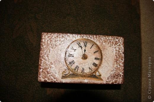 Этот сундучок я сделала для дедушке, т.к. он собирает монеты. Вот мое первое творение в мире сундучков и шкатулок. Сейчас расскажу чем я пользовалась. фото 2