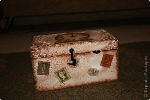 Этот сундучок я сделала для дедушке, т.к. он собирает монеты. Вот мое первое творение в мире сундучков и шкатулок. Сейчас расскажу чем я пользовалась. фото 1