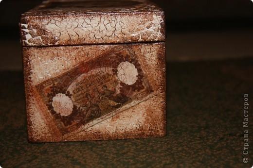Этот сундучок я сделала для дедушке, т.к. он собирает монеты. Вот мое первое творение в мире сундучков и шкатулок. Сейчас расскажу чем я пользовалась. фото 3