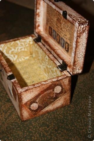 Этот сундучок я сделала для дедушке, т.к. он собирает монеты. Вот мое первое творение в мире сундучков и шкатулок. Сейчас расскажу чем я пользовалась. фото 8