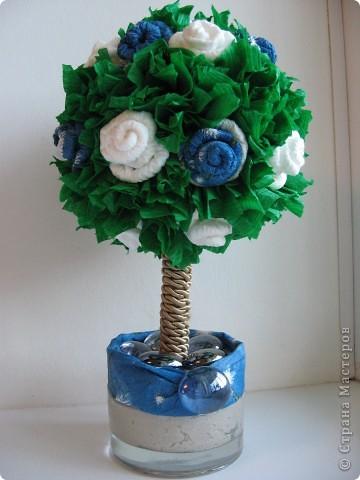 Вот такое европейское деревце появилось у меня вчера, сделала в подарок институтской подруге, с которой не виделись несколько лет))) Вырастила его за один вечер с розами цвета неба... фото 1