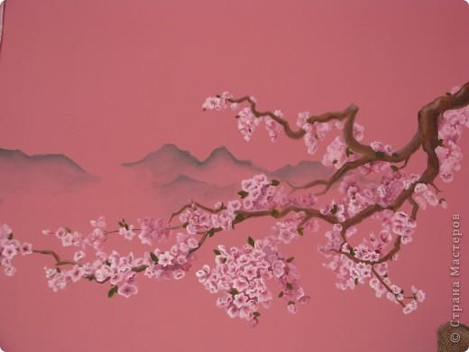 Заказали мне вот такую роспись в нишу. Розовый цвет - выбор хозяйки=) Цвета немного исказились, фон там несколько более сложного цвета. Боковые стены на тон светлее. фото 2