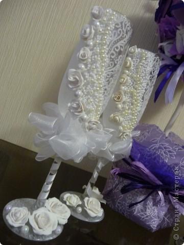 Красивые бокалы жениха и невесты – память и семейная реликвия. С ними отмечаются все годовщины свадьбы, они напоминают о прекрасном дне – дне рождения семьи. фото 1