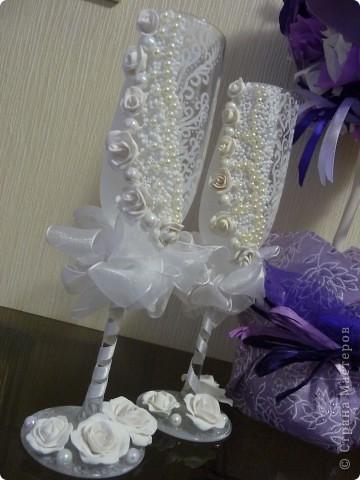 Красивые бокалы жениха и невесты – память и семейная реликвия. С ними отмечаются все годовщины свадьбы, они напоминают о прекрасном дне – дне рождения семьи. фото 2