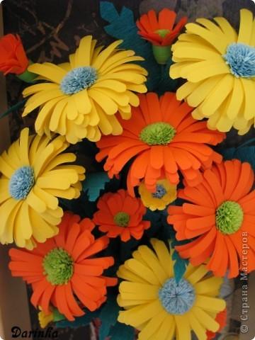 Приветствую всех,кто зашёл ко мне в гости!!!  Ромашки-мои любимые цветы,и вот наконец-то руки дошли и до них.Оранжевых ромашек я конечно не встречала,но захотелось чего то яркого и солнечного.Надеюсь,что получилось не плохо. фото 4