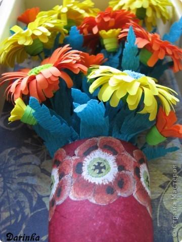 Приветствую всех,кто зашёл ко мне в гости!!!  Ромашки-мои любимые цветы,и вот наконец-то руки дошли и до них.Оранжевых ромашек я конечно не встречала,но захотелось чего то яркого и солнечного.Надеюсь,что получилось не плохо. фото 5