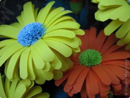 Приветствую всех,кто зашёл ко мне в гости!!!  Ромашки-мои любимые цветы,и вот наконец-то руки дошли и до них.Оранжевых ромашек я конечно не встречала,но захотелось чего то яркого и солнечного.Надеюсь,что получилось не плохо. фото 6