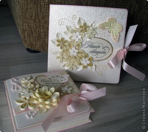 Всем доброго времени суток! Вот такой свадебный набор у меня получился. Давно хотела сделать конверт для дисков -все руки не доходили. Ну и очередной декор коробочки. фото 8