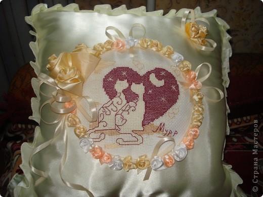 Такая вот подушечка получилась к юбилею свадьбы родителей. фото 1