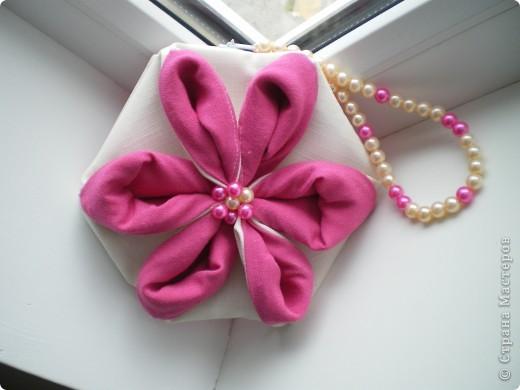 """Здравствуйте! Буду рада поделиться еще одним своим творением :) Это сумочка и хочется назвать ее """"Цветение"""". Не столько идею сумочки, но идею создания цветка подхватила вот отсюда http://yulechka-inspiration.blogspot.com/ фото 1"""