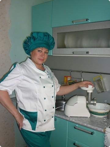 Вот такую красивую форму сшила моя мама.По специальности она у меня отделочник -универсал.Но с легкостью освоила и профессию повара(в жизни все пригодится). фото 1