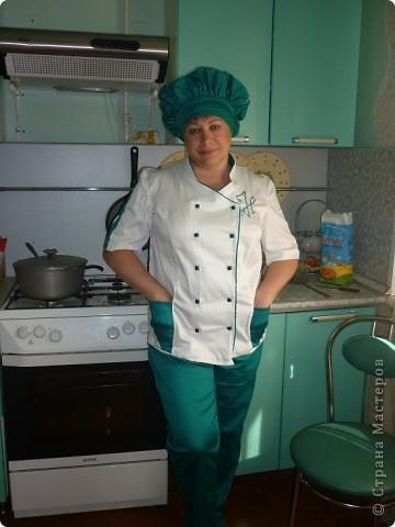 Вот такую красивую форму сшила моя мама.По специальности она у меня отделочник -универсал.Но с легкостью освоила и профессию повара(в жизни все пригодится). фото 3