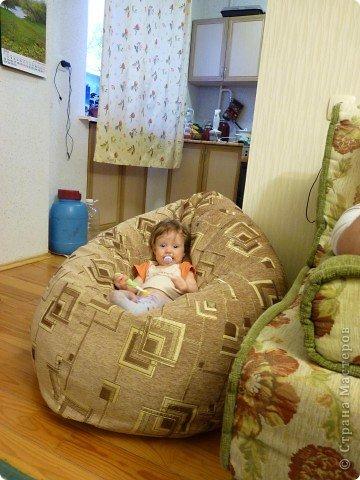 Вот это детское кресло, правда ребенку цвет не нравится, поэтому обещала переделать верхний чехол. фото 1