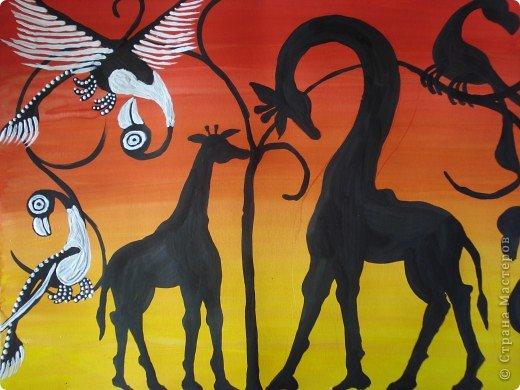 Сегодня вспомнила своё давнее увлечение стилем Тинга Тинга.Хочу увлечь и вас.  Живопись тингатинга появилась в Танзании 60-х годах ХХ века, название получила по имени основателя направления – Эдуардо Саиди Тингатинга.Первые картины рисовались на картоне, а прежде всего – на стенах домов.Изначально все работы были размером примерно 60х60 см, что привело к тому, что в некоторых источниках тингатинга именуется «квадратная живопись».  Несмотря на то, что это искусство постоянно развивается и приобретает новые сюжеты, выделяются некие общие черты:  1.как правило, одноцветный фон с небольшим количеством оттенков;  2.основной мотив наносится с помощью простых и четких линий и, как правило, занимает почти весь фон;  3.отсутствие перспективы;  4.размашистость и зачастую повторяющийся рисунок линий придает изображению характер живого экспрессивного орнамента. фото 8