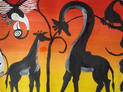Сегодня вспомнила своё давнее увлечение стилем Тинга Тинга.Хочу увлечь и вас.  Живопись тингатинга появилась в Танзании 60-х годах ХХ века, название получила по имени основателя направления – Эдуардо Саиди Тингатинга.Первые картины рисовались на картоне, а прежде всего – на стенах домов.Изначально все работы были размером примерно 60х60 см, что привело к тому, что в некоторых источниках тингатинга именуется «квадратная живопись».  Несмотря на то, что это искусство постоянно развивается и приобретает новые сюжеты, выделяются некие общие черты:  1.как правило, одноцветный фон с небольшим количеством оттенков;  2.основной мотив наносится с помощью простых и четких линий и, как правило, занимает почти весь фон;  3.отсутствие перспективы;  4.размашистость и зачастую повторяющийся рисунок линий придает изображению характер живого экспрессивного орнамента. фото 9