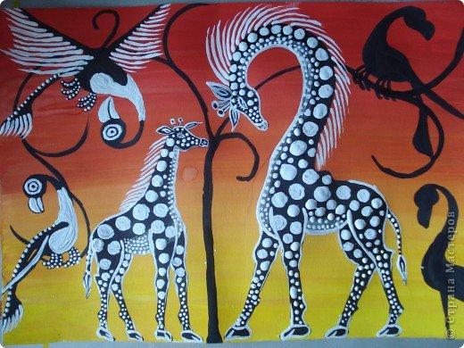 Сегодня вспомнила своё давнее увлечение стилем Тинга Тинга.Хочу увлечь и вас.  Живопись тингатинга появилась в Танзании 60-х годах ХХ века, название получила по имени основателя направления – Эдуардо Саиди Тингатинга.Первые картины рисовались на картоне, а прежде всего – на стенах домов.Изначально все работы были размером примерно 60х60 см, что привело к тому, что в некоторых источниках тингатинга именуется «квадратная живопись».  Несмотря на то, что это искусство постоянно развивается и приобретает новые сюжеты, выделяются некие общие черты:  1.как правило, одноцветный фон с небольшим количеством оттенков;  2.основной мотив наносится с помощью простых и четких линий и, как правило, занимает почти весь фон;  3.отсутствие перспективы;  4.размашистость и зачастую повторяющийся рисунок линий придает изображению характер живого экспрессивного орнамента. фото 11
