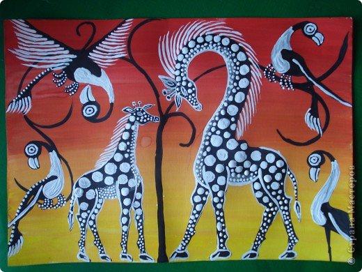 Сегодня вспомнила своё давнее увлечение стилем Тинга Тинга.Хочу увлечь и вас.  Живопись тингатинга появилась в Танзании 60-х годах ХХ века, название получила по имени основателя направления – Эдуардо Саиди Тингатинга.Первые картины рисовались на картоне, а прежде всего – на стенах домов.Изначально все работы были размером примерно 60х60 см, что привело к тому, что в некоторых источниках тингатинга именуется «квадратная живопись».  Несмотря на то, что это искусство постоянно развивается и приобретает новые сюжеты, выделяются некие общие черты:  1.как правило, одноцветный фон с небольшим количеством оттенков;  2.основной мотив наносится с помощью простых и четких линий и, как правило, занимает почти весь фон;  3.отсутствие перспективы;  4.размашистость и зачастую повторяющийся рисунок линий придает изображению характер живого экспрессивного орнамента. фото 12