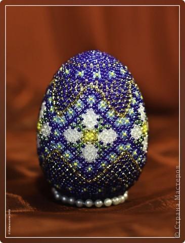 Пасхальное яйцо. Первая работа в технике бисероплетения. Наверно и последняя. Как-то меня не вдохновило это.