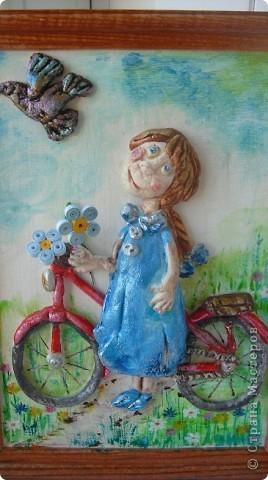 Девочка и велосипед. Вот такое панно я слепила в подарок моей лучшей подруге. Те кто заглядывает ко мне, знает, что ей были подарены и рюмочки в розочках. Почему именно такой сюжет, да потому, что моя подруга любит, как и я кататься на велике. фото 1