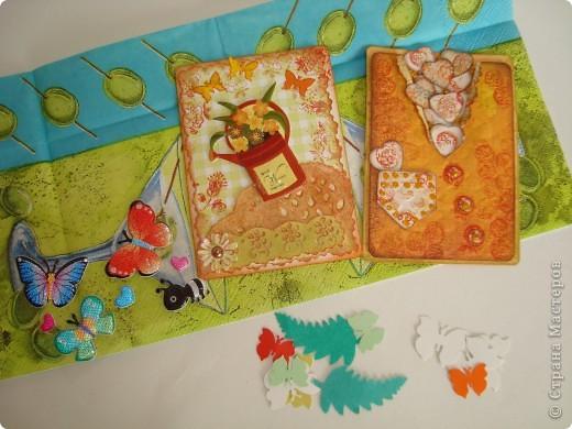 Очень люблю вышивку лентами, решила сделать что-то подобное, только с бисером. Рамочки сделаны из деревянных реечек. Для серии использовала: чешский бисер, пластиковые бусины, ленты с золотой нитью, цветную канву. Первыми выбирают Юность и Ольга Иванова. фото 17