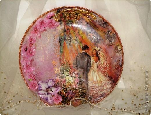 Саму тарелку я уже показывала, но вернули мне ее с выставки со сломаными цветами (они были самозатв. глины) поэтому теперь она в новых цветочках! мне кажется так даже лучше! фото 1
