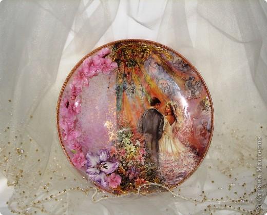 Саму тарелку я уже показывала, но вернули мне ее с выставки со сломаными цветами (они были самозатв. глины) поэтому теперь она в новых цветочках! мне кажется так даже лучше! фото 2