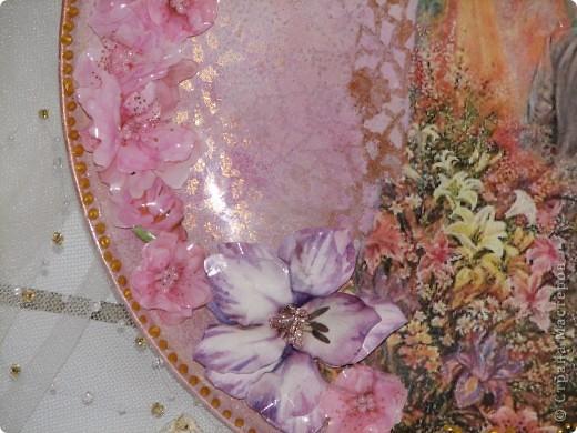 Саму тарелку я уже показывала, но вернули мне ее с выставки со сломаными цветами (они были самозатв. глины) поэтому теперь она в новых цветочках! мне кажется так даже лучше! фото 4