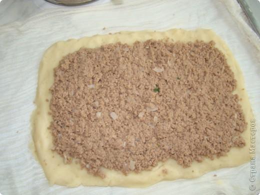 Это ещё одно из любимых моих блюд картофельный рулет с мясом. Для его приготовления необходимо отварить мясо (говядина), отварить картофель и пожарить лук. фото 5