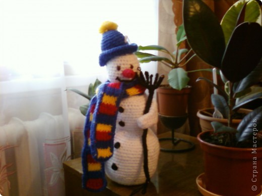 Вот такой снеговик у меня получился, нужна была поделка племяшке на праздник.