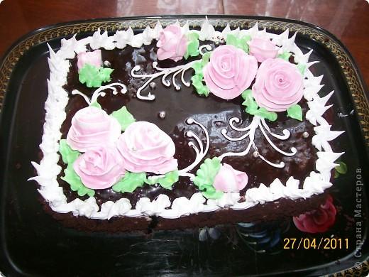 Тортик пражский,крем сметанный.Украшение-безе. фото 1