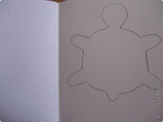 Вот такую черепашку мы сегодня будем делать для работы нам нужно газета ножницы клей ПВА зеленый картон цветная бумага  фото 2