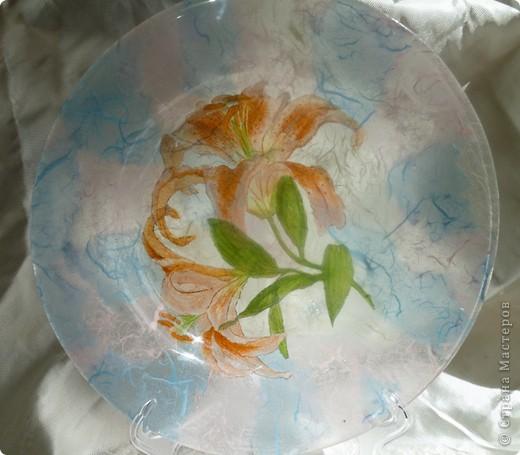 Мои любимые первые салфетки с розами.фон будет вот такой -тутовая бумага. Все тарелочки очень  нежно смотрятся на белой скатерти. Применение требует хорошего настроения.Оранжевые лилии  фото 9