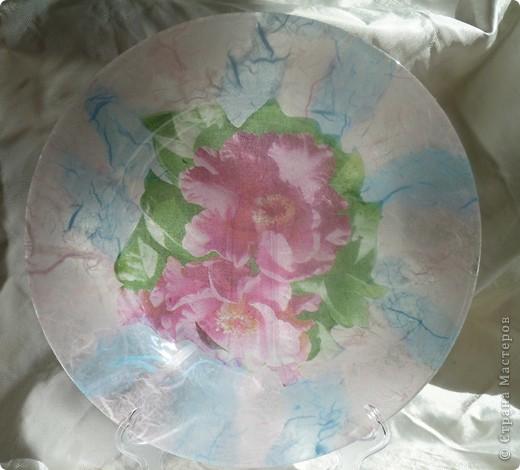 Мои любимые первые салфетки с розами.фон будет вот такой -тутовая бумага. Все тарелочки очень  нежно смотрятся на белой скатерти. Применение требует хорошего настроения.Оранжевые лилии  фото 6