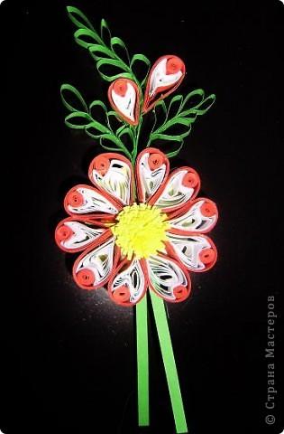 Накрутила пробных деталек и слепила такой цветок из того, что было. Результат понравился. фото 1