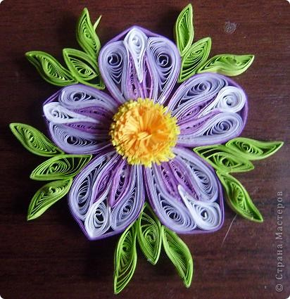 Накрутила пробных деталек и слепила такой цветок из того, что было. Результат понравился. фото 5