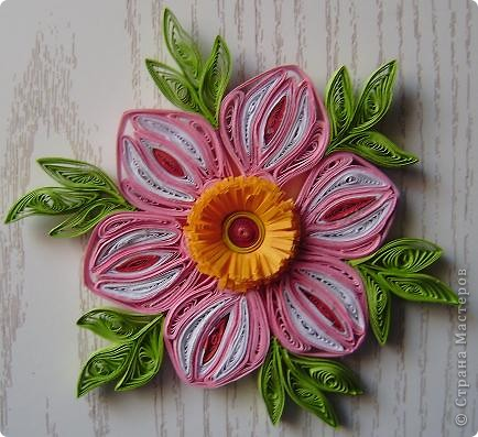 Накрутила пробных деталек и слепила такой цветок из того, что было. Результат понравился. фото 6