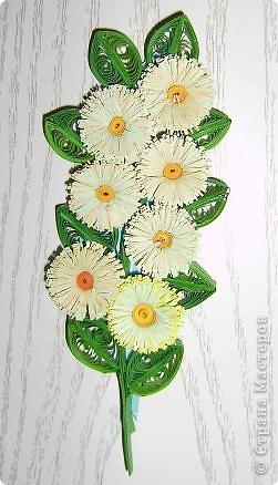 Накрутила пробных деталек и слепила такой цветок из того, что было. Результат понравился. фото 3