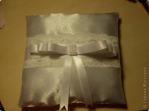 Свадебная подушечка для обручальных колец фото 1