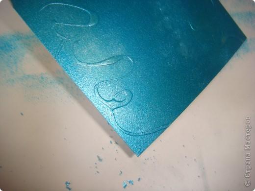 Для карточек АТС я применила бумагу, которую сделала сама. Как делать такого рода бумагу для фона рассказывается здесь: http://scraphouse.ru/videos/technique-using-rubber-cement.html фото 10