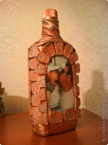 бутылку отмыть от этикеток, обезжирить, наклеить фото, сверху приклеить рамочку по краю фото фото 20
