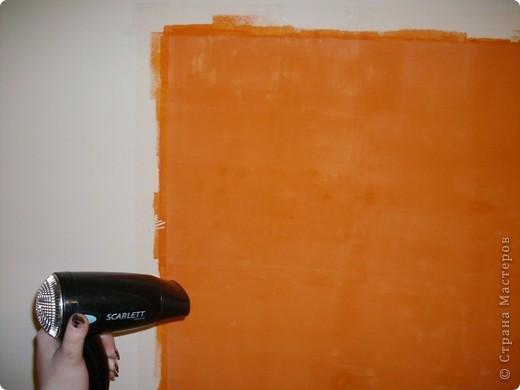 В сентябре прошлого года я переехала на новую квартиру. Если сказать, что она была в плохом состоянии, значит ничего не сказать. Благо стены были выровнены. Я их покрасила акриловой краской на три раза. Перфоратора нету, на стену ничего не повесишь... Скучно!!!Тогда решила я сама нарисовать картину! прямо на стене. Учитывая, что с рисованием у меня очень не очень, это был подвиг!))) выбрала картинку. Вот такую!!! фото 6