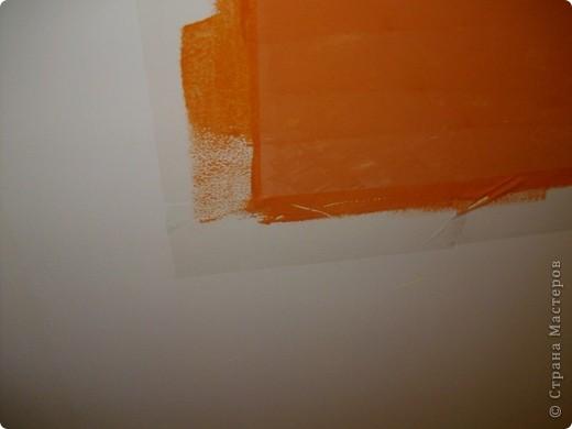 В сентябре прошлого года я переехала на новую квартиру. Если сказать, что она была в плохом состоянии, значит ничего не сказать. Благо стены были выровнены. Я их покрасила акриловой краской на три раза. Перфоратора нету, на стену ничего не повесишь... Скучно!!!Тогда решила я сама нарисовать картину! прямо на стене. Учитывая, что с рисованием у меня очень не очень, это был подвиг!))) выбрала картинку. Вот такую!!! фото 4