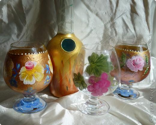 Набор для коньяка вот эти бокалы-нарисовала цветочки на другом-кисть винограда,но это не окончательный вариант,бутвлочка пока под ? фото 1