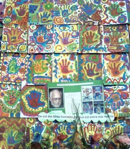 Работы детей (3-4 классы) на манер известных марокканских художников. В середине панно или чуть по ниже находится фото художника и его работы, а вокруг работы детей на манер этого художника. Получилось очень интересно, под час казалось, что некоторые работы детей превосходили работы самих художников.   Художник: Mohamed Hamri  (Мохамед Хамри) фото 6