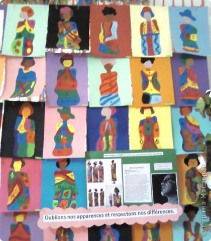 Работы детей (3-4 классы) на манер известных марокканских художников. В середине панно или чуть по ниже находится фото художника и его работы, а вокруг работы детей на манер этого художника. Получилось очень интересно, под час казалось, что некоторые работы детей превосходили работы самих художников.   Художник: Mohamed Hamri  (Мохамед Хамри) фото 14