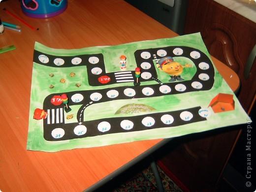 Эту игру мы с мамой делали в прошлом году в садик на конкурс по безопастности дорожного движения.